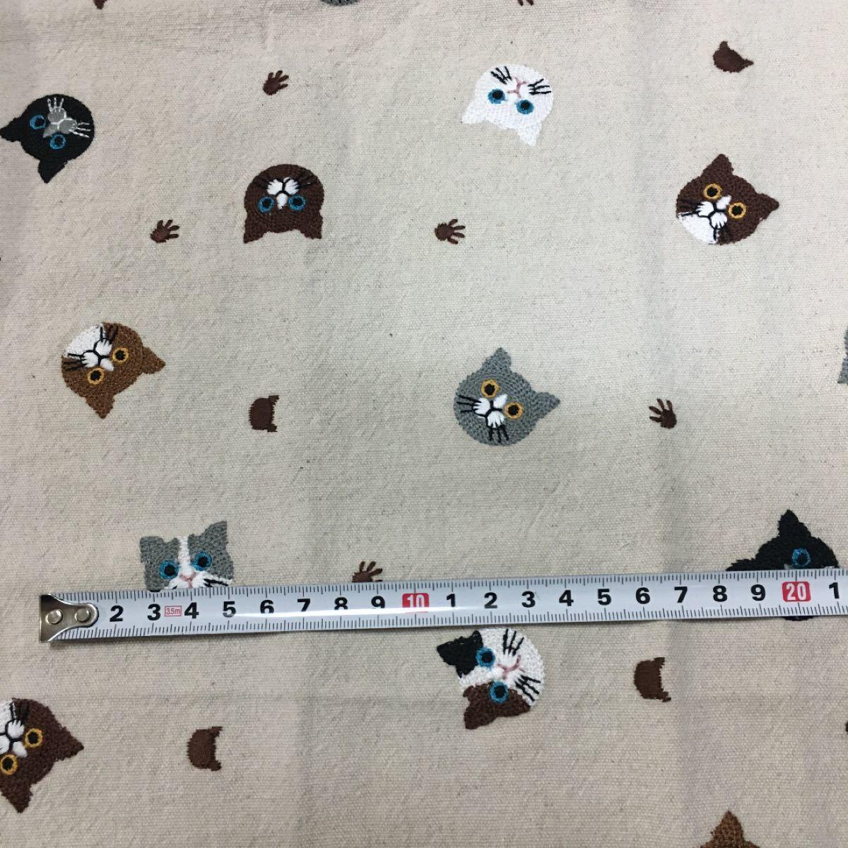 猫柄 刺繍生地 ハギレ 65×50