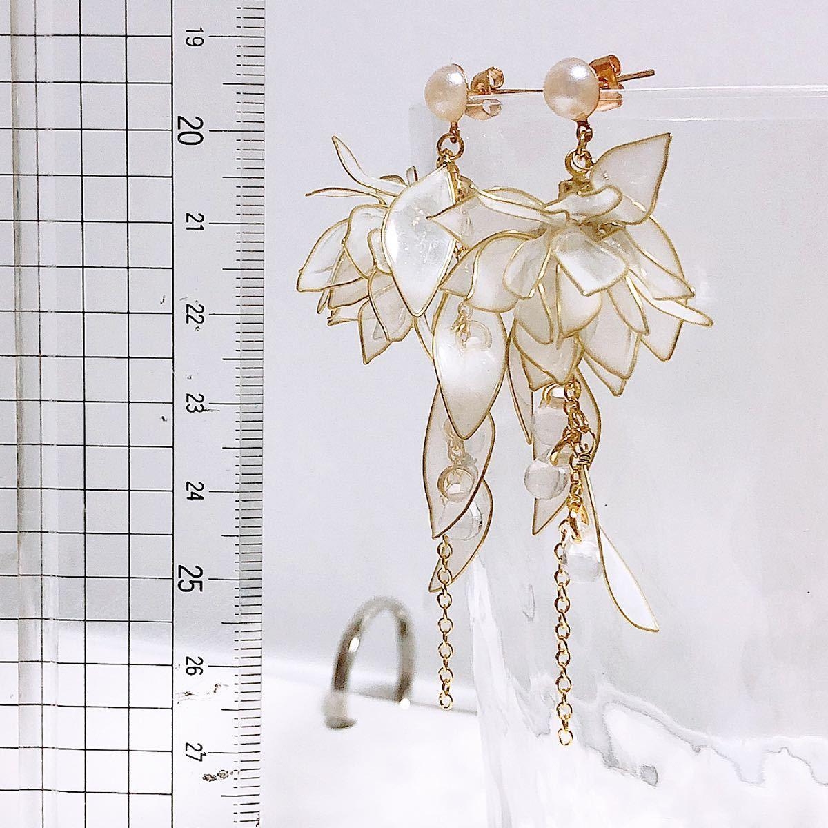舞い散る花びら ピアス/イヤリング ディップアート アメリカンフラワー お花 透明感 結婚式 ブライダル ウェディング 白_画像5
