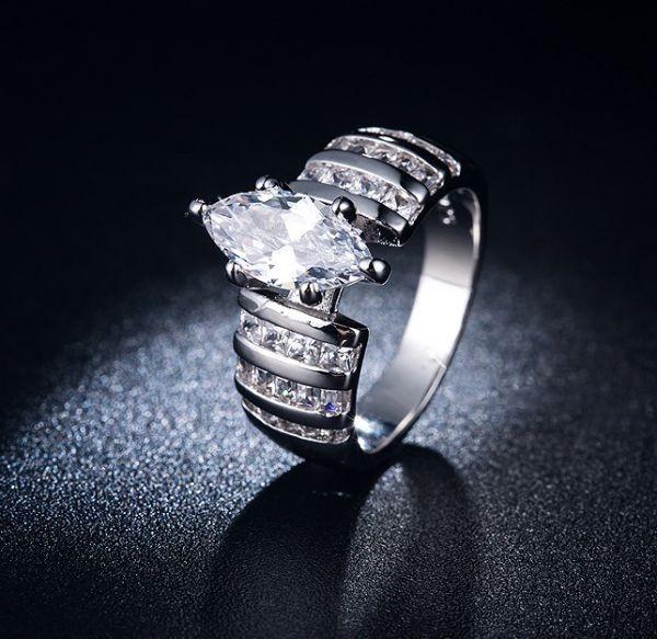価格破壊!超高級!【最高の贈り物】 ◆ 超高級 31石 レディース ダイヤモンドリング 指輪 2ct【プラチナ仕上】☆☆