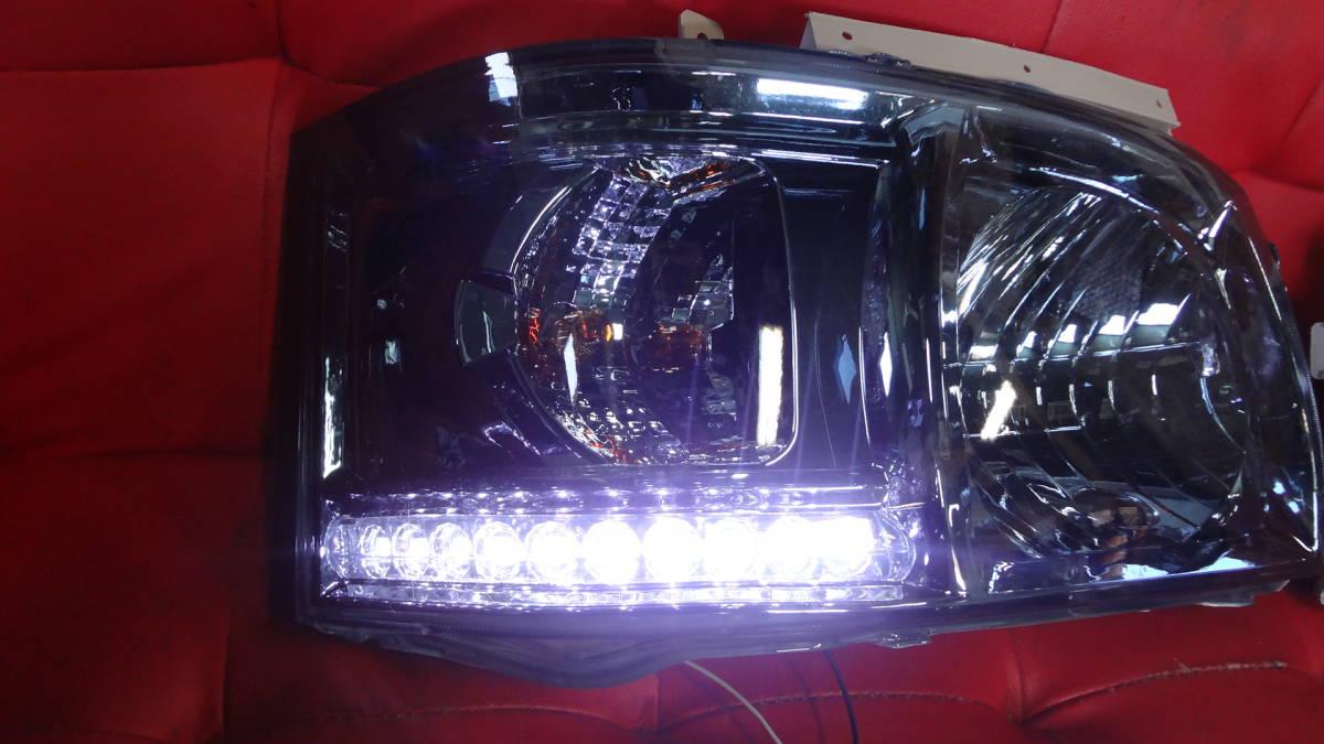 1000円スタート【限定1点】200系 ハイエース 1型 2型 ヘッド ライト ホワイト LEDライン付 レンズ青色_画像3