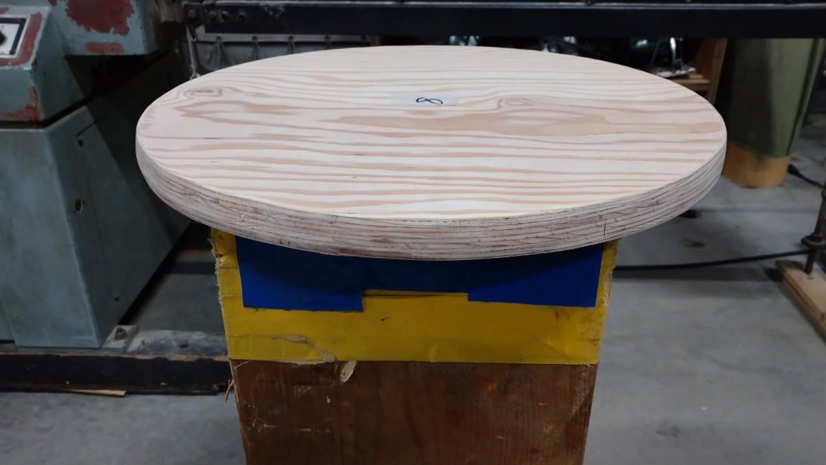 No.8 針葉樹合板、丸型400㍉テーブル、各種サイズ可能。ワンポールテーブル。