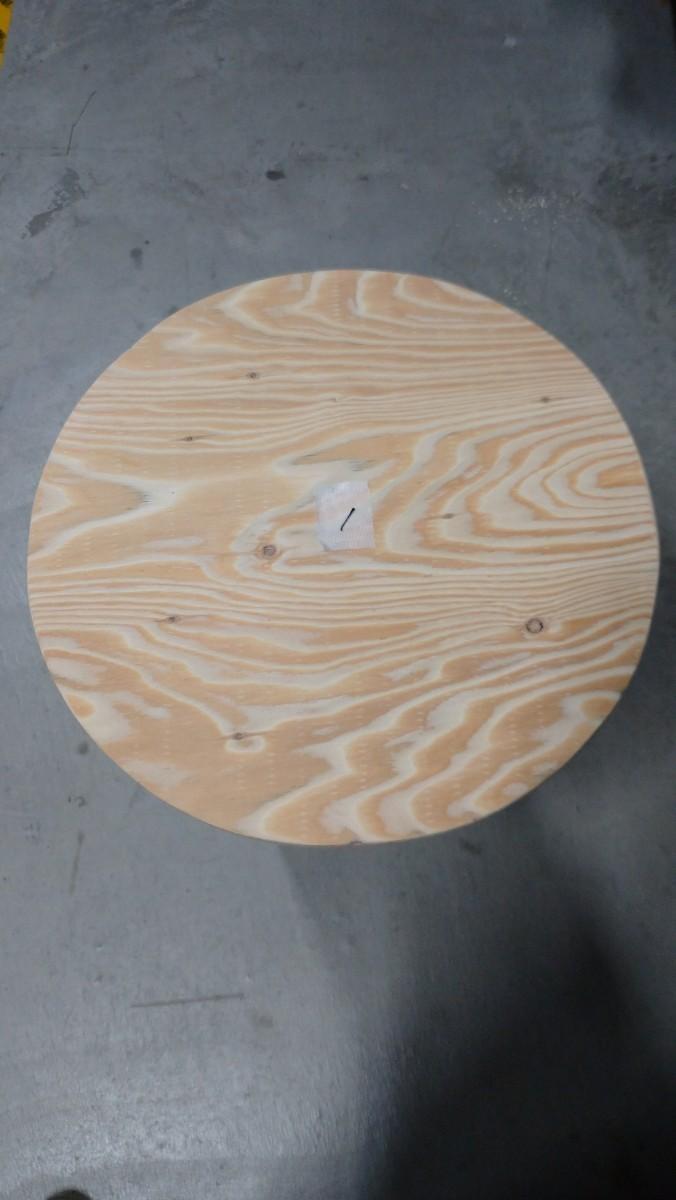 No.3 針葉樹合板、丸型400㍉テーブル、各種サイズ可能。ワンポールテーブル。