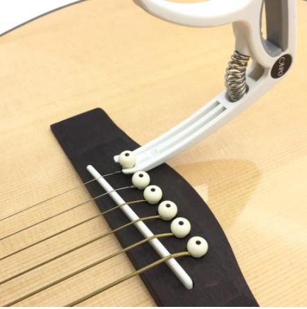 【新品】Slozz プラスチック ギターカポ用 6弦 アコースティック クラシック 電気ギター ラチューニング クランプ 楽器アクセサリー_画像5