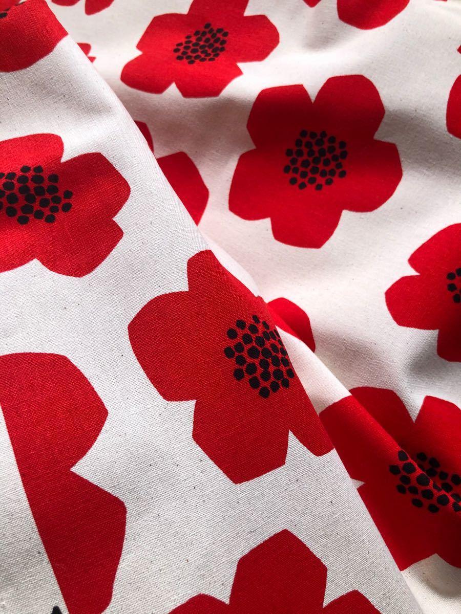 綿麻キャンバス KOKKA 北欧風 フラワーレッド 110×100cm
