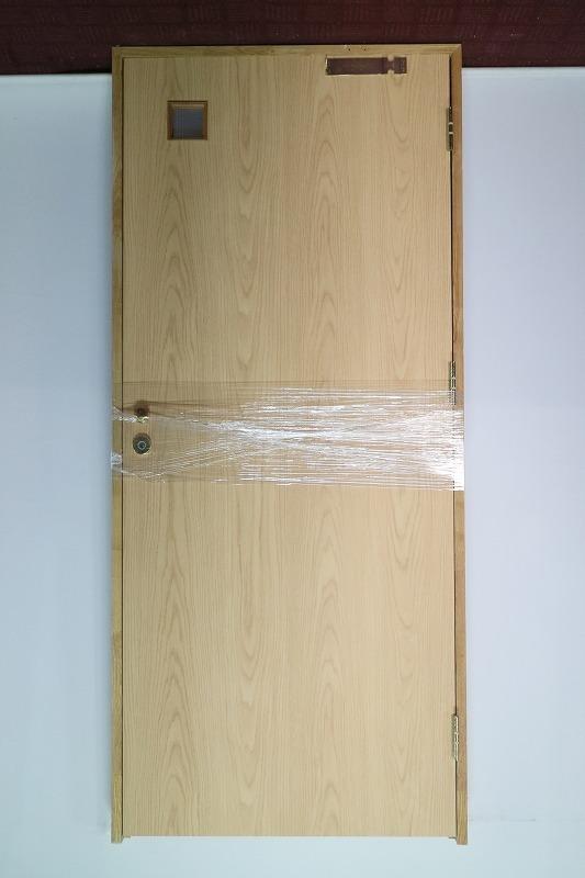 P5B-D11 ◇ 900*2030 ◇ 右吊ドア ◇ 錠付 ◇ 枠付 ◇ ガラス付 ◇ クローザー付 ◇ 中古品_画像1