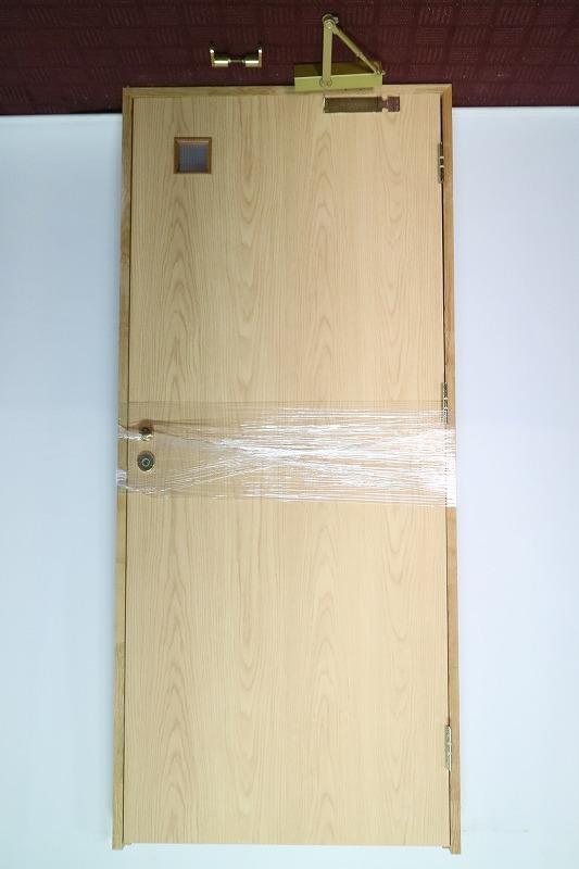P5B-D8 ◇ 900*2030 ◇ 右吊ドア ◇ 錠付 ◇ 枠付 ◇ ガラス付 ◇ クローザー付 ◇ 中古品_画像1