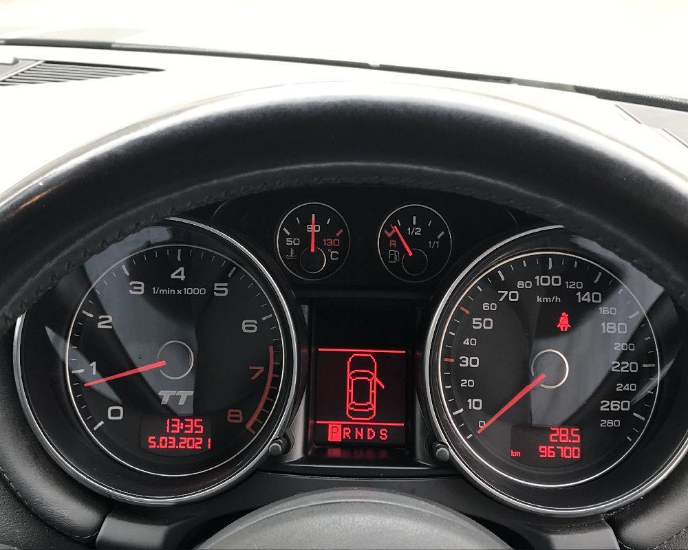 アウディ TT 2000cc ターボ車 車検R3年7月まであり 社外アルミホイール ETC リアウィング 2.0TSFI パドルシフト _画像9