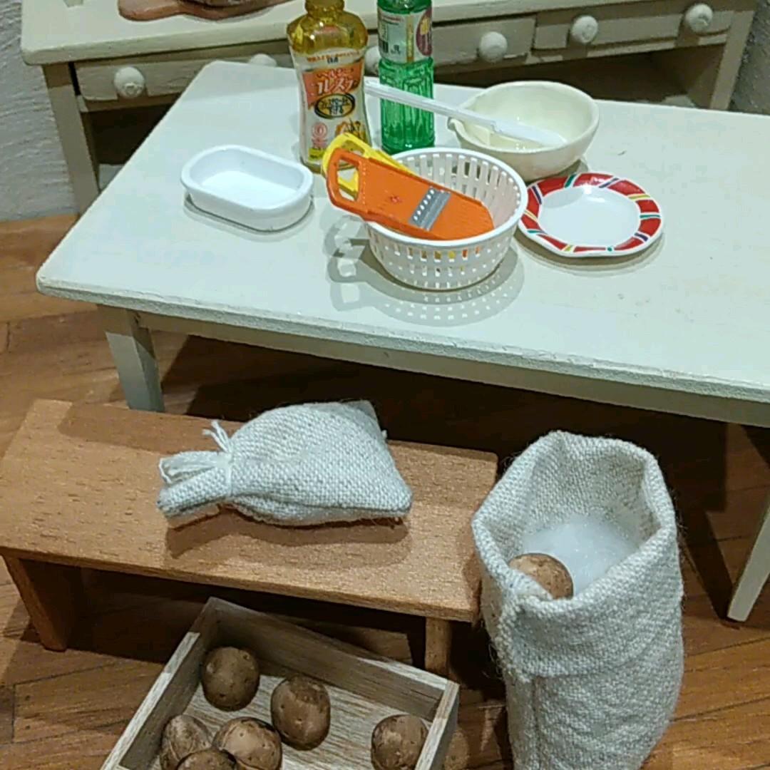 ドールハウス ハンドメイド 木製 ミニチュア小物付き