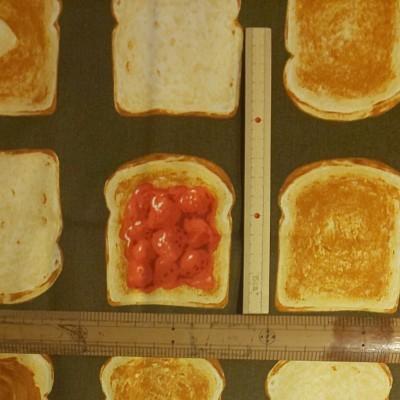 コスモテキスタイル オックス生地 トースト柄 生地巾約108cm×約50cm