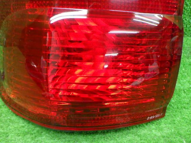 トヨタ VZJ100 100系 ランクル 左外テールレンズ メーカー不明 社外 210326102_画像3
