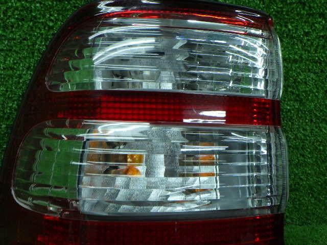 トヨタ VZJ100 100系 ランクル 左外テールレンズ メーカー不明 社外 210326102_画像2