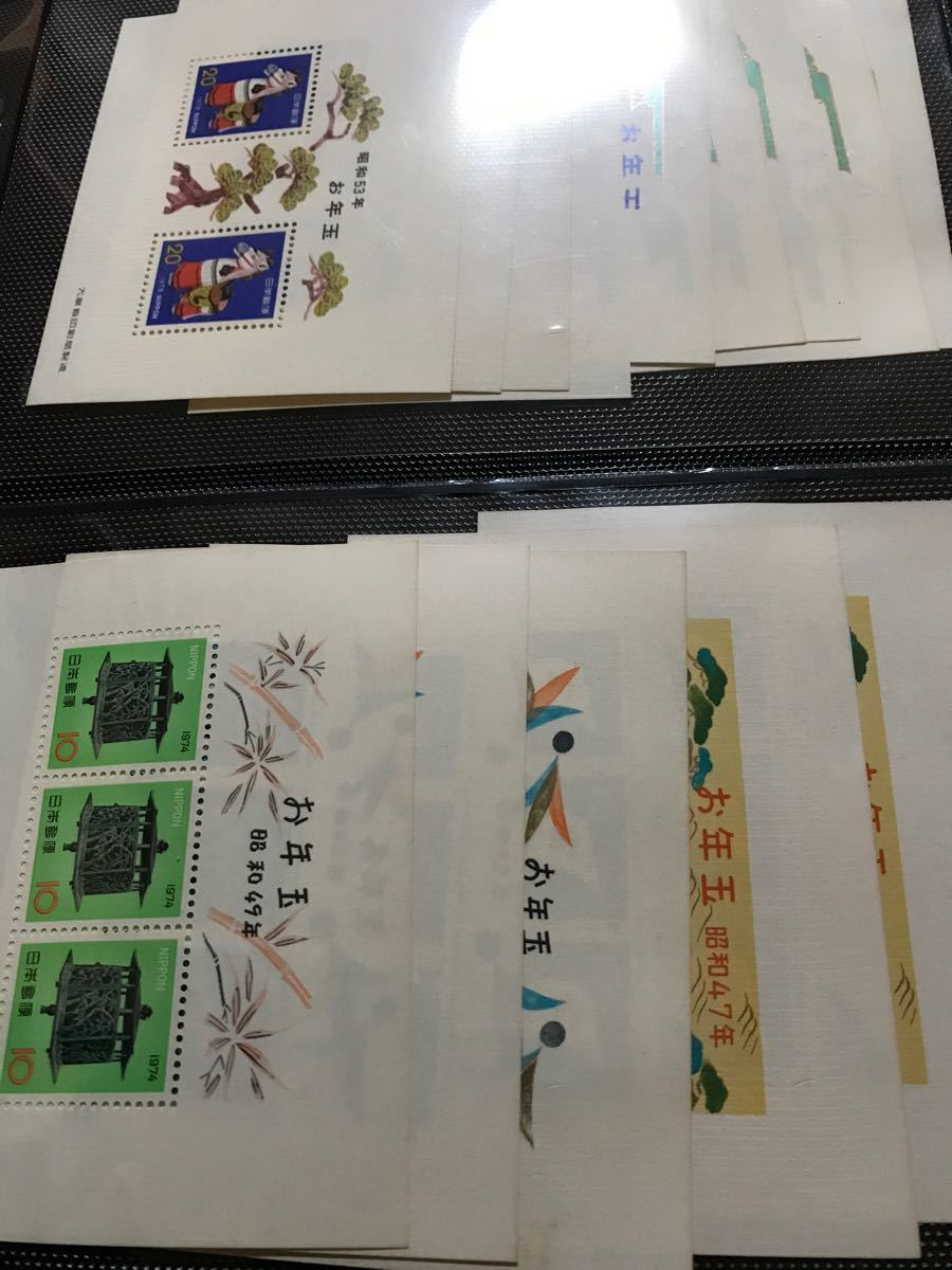 切手、お年玉切手シート昭和35年からトビトビで平成22年までの105枚、暑中シート2枚、かもめーる1枚計108枚