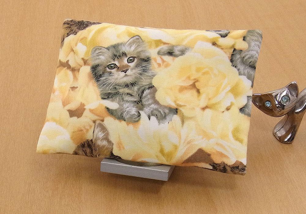 17-c T ハンドメイド 手づくり ティッシュ カバー ケース 黄色い花 お眠り 独占 子猫 猫 ネコ ねこ キャット プレゼント 贈り物_2枚仕立てです。