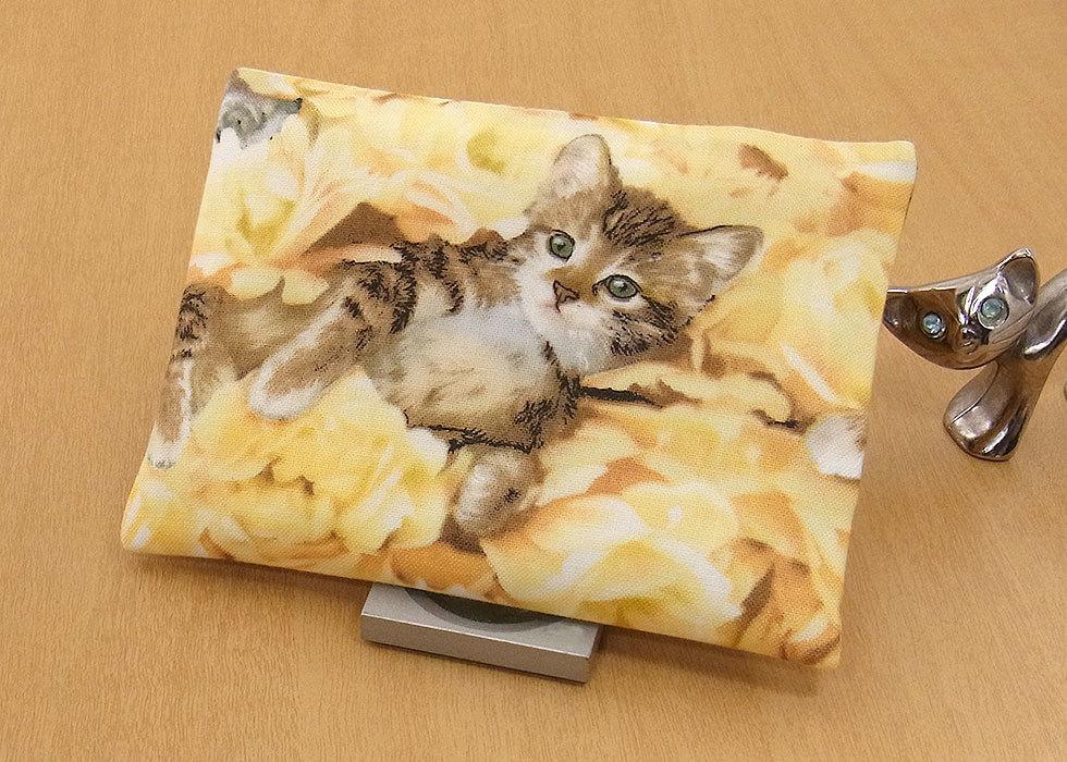 17-a T ハンドメイド 手づくり ティッシュ カバー ケース 黄色い花 お眠り ひとり占め 子猫 猫 ネコ ねこ キャット プレゼント 贈り物_2枚仕立てです。