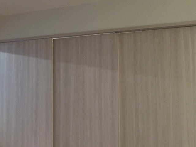 23658■室内用 木製 スライドドア 3枚組 上部レール付 W905×H2050■展示品/取り外し品_画像2