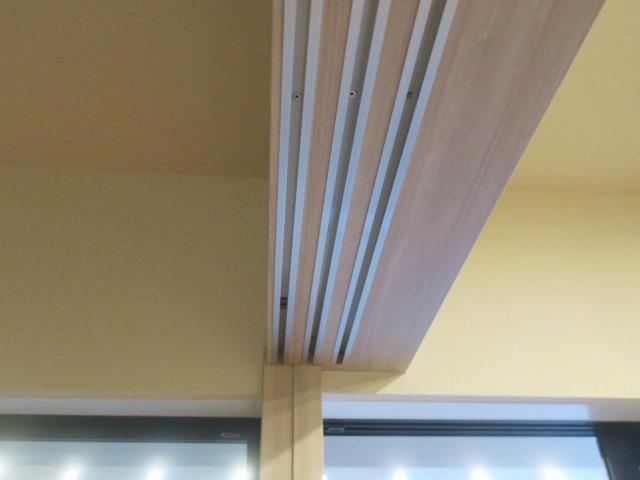23658■室内用 木製 スライドドア 3枚組 上部レール付 W905×H2050■展示品/取り外し品_画像6