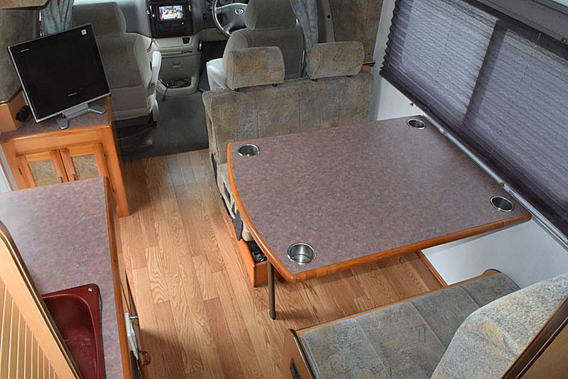 「H14 グランドハイエース4WD ナッツ製グランツ 常設2段ベッド/ベバストFFヒーター/インバーター 車検4年6月すぐ乗れます!」の画像3