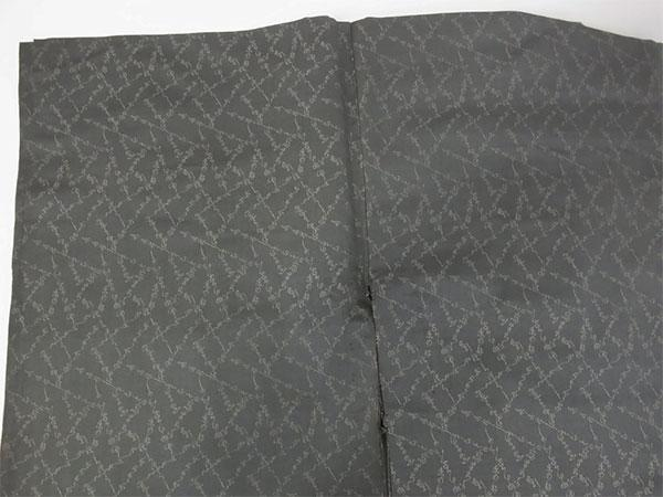 【中古】小紋 単 古着 ハギレ 舞台衣装 灰色 身丈141cm 【着物】_画像3