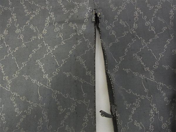 【中古】小紋 単 古着 ハギレ 舞台衣装 灰色 身丈141cm 【着物】_画像6