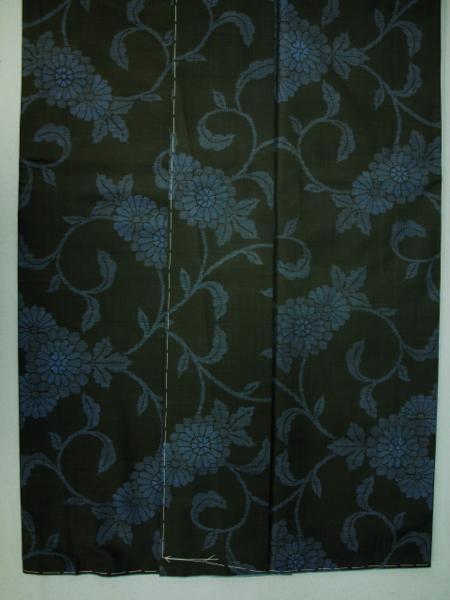 新品 0091 お仕立て上がり 特選『本場大島紬』旗印 純泥染 黒/藍色 _画像3