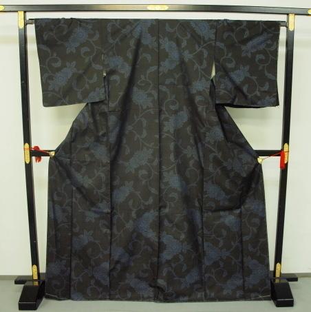 新品 0091 お仕立て上がり 特選『本場大島紬』旗印 純泥染 黒/藍色 _画像1
