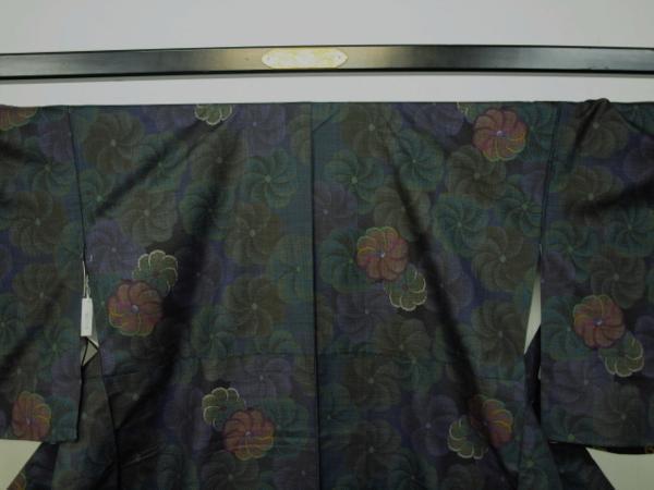 新品 0089 お仕立て上がり 特選『本場大島紬』 純泥染 旗印 黒/深緑_画像7