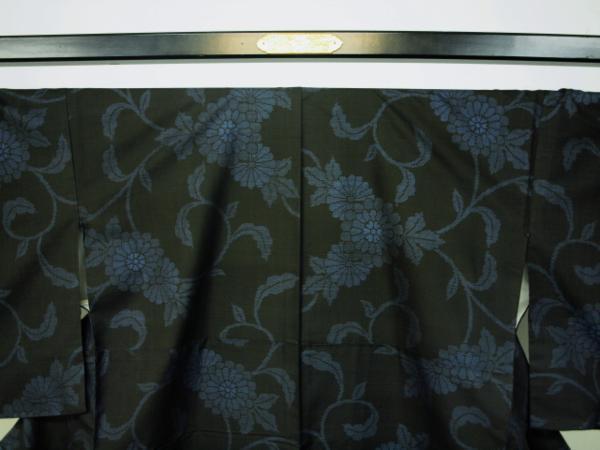 新品 0091 お仕立て上がり 特選『本場大島紬』旗印 純泥染 黒/藍色 _画像2