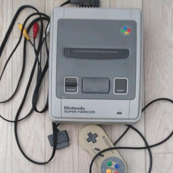 送料無料 (ジャンク扱い) スーパーファミコン ファミコン本体 SNES Nintendo ソフトつき