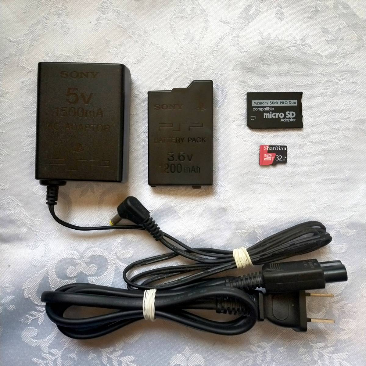 PSP 3000 すぐ遊べるセット(レッド) 32GB(メモリースティックアダプター&MicroSDカード)