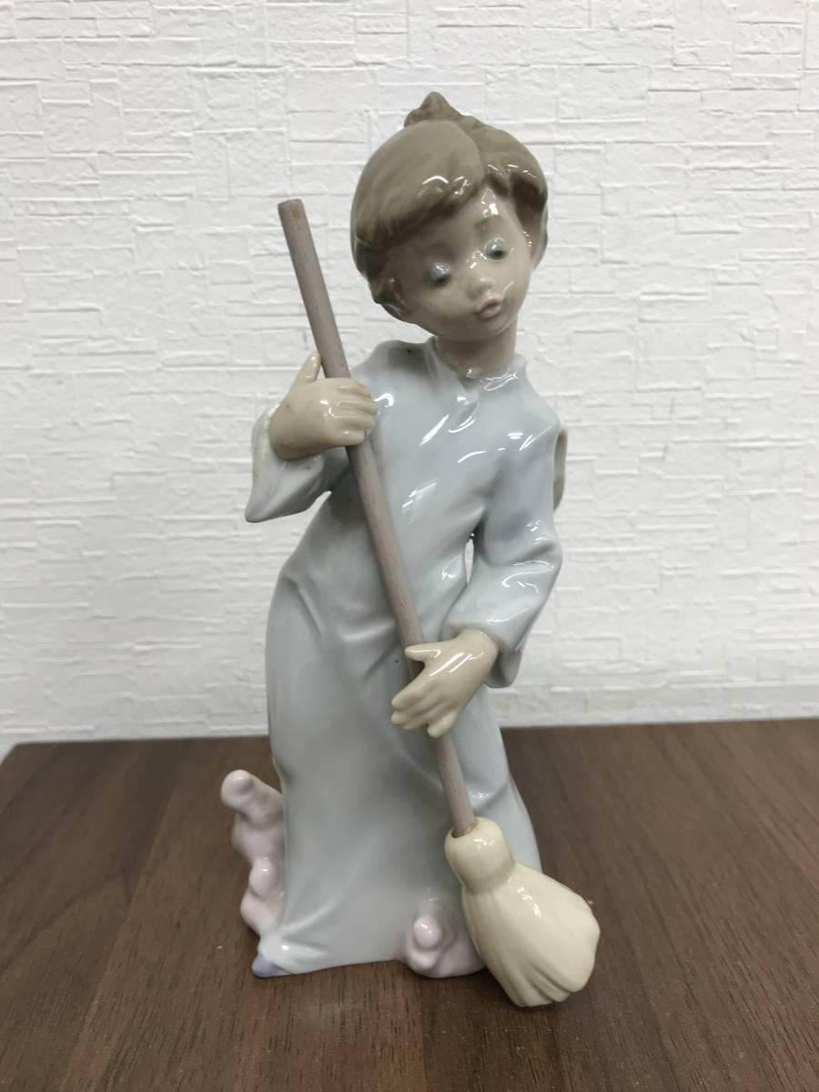 M864 リヤドロ LLADRO フィギュリン 可愛い天使(雲を払う)廃盤品 陶器人形 ビンテージ 置物 インテリア 陶磁器 高さ約17㎝_画像1