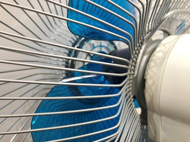 【送料無料!】HITACHI/日立 レトロ扇風機 D-30TD「さわ風」 昭和/アンティーク 換気/家電/動作確認済 札幌引取り歓迎 中古品_画像4