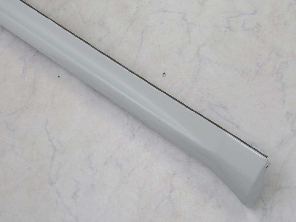 【20071296-1】トヨタ60系ハリアー用TRDサイドスカート(MS344-48001)右側のみ(運転席側)中古品 ホワイトパールクリスタルシャイン_画像3