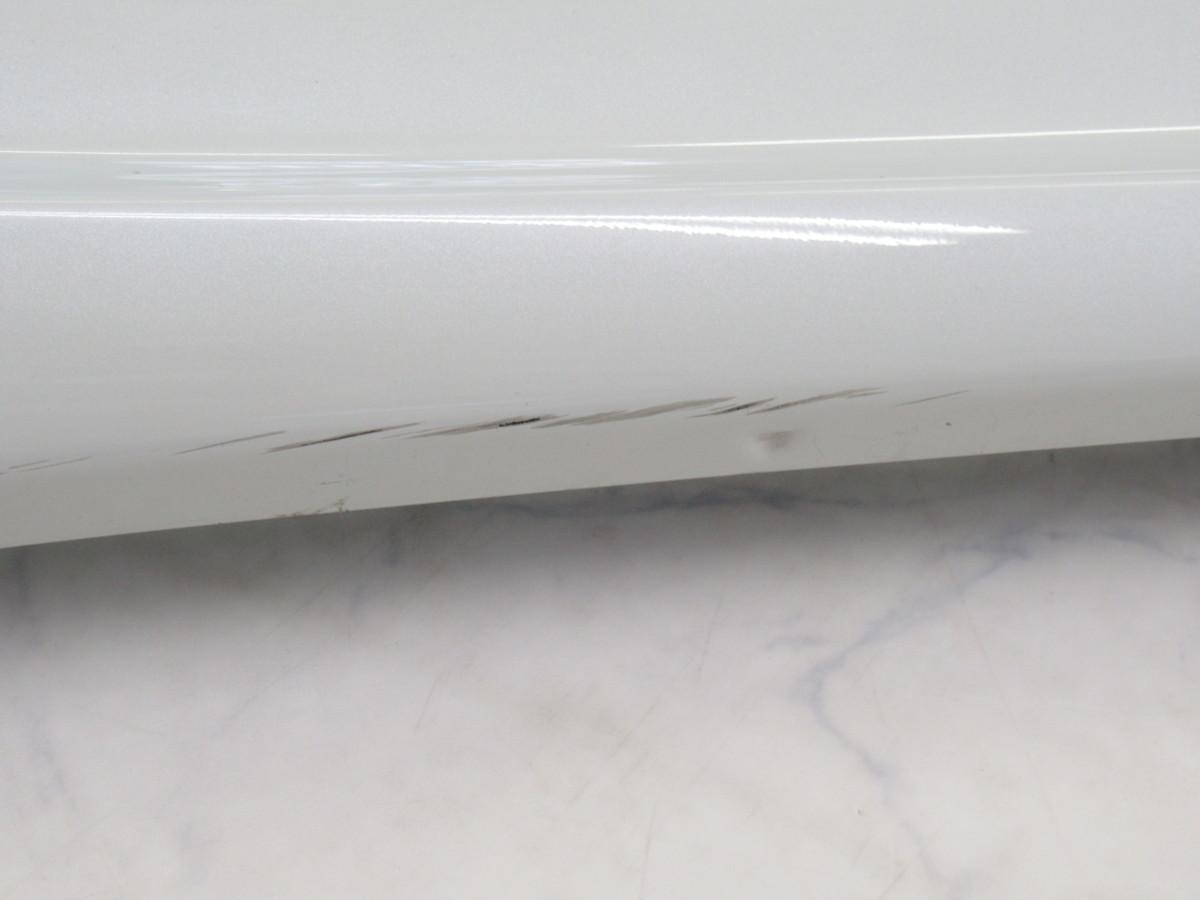 【20071296-1】トヨタ60系ハリアー用TRDサイドスカート(MS344-48001)右側のみ(運転席側)中古品 ホワイトパールクリスタルシャイン_画像10
