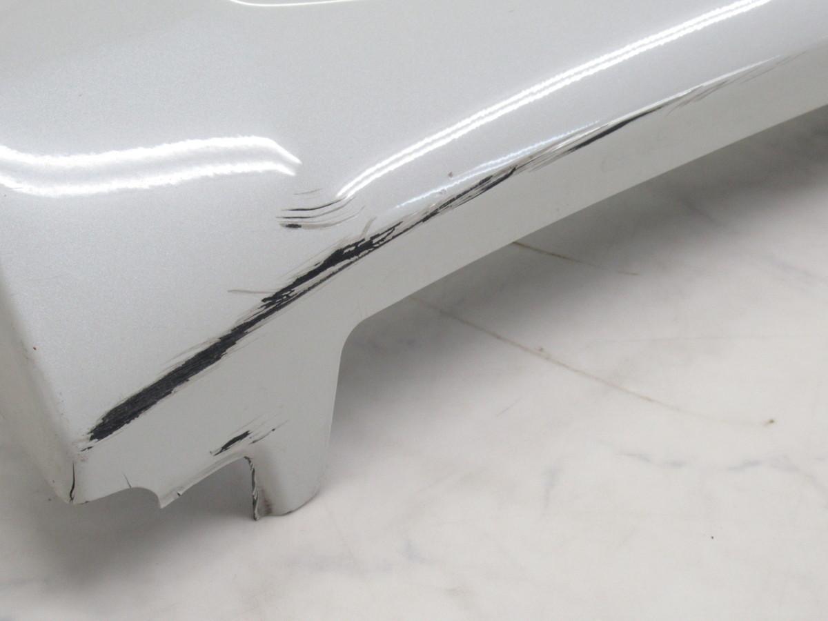 【20071296-1】トヨタ60系ハリアー用TRDサイドスカート(MS344-48001)右側のみ(運転席側)中古品 ホワイトパールクリスタルシャイン_画像9