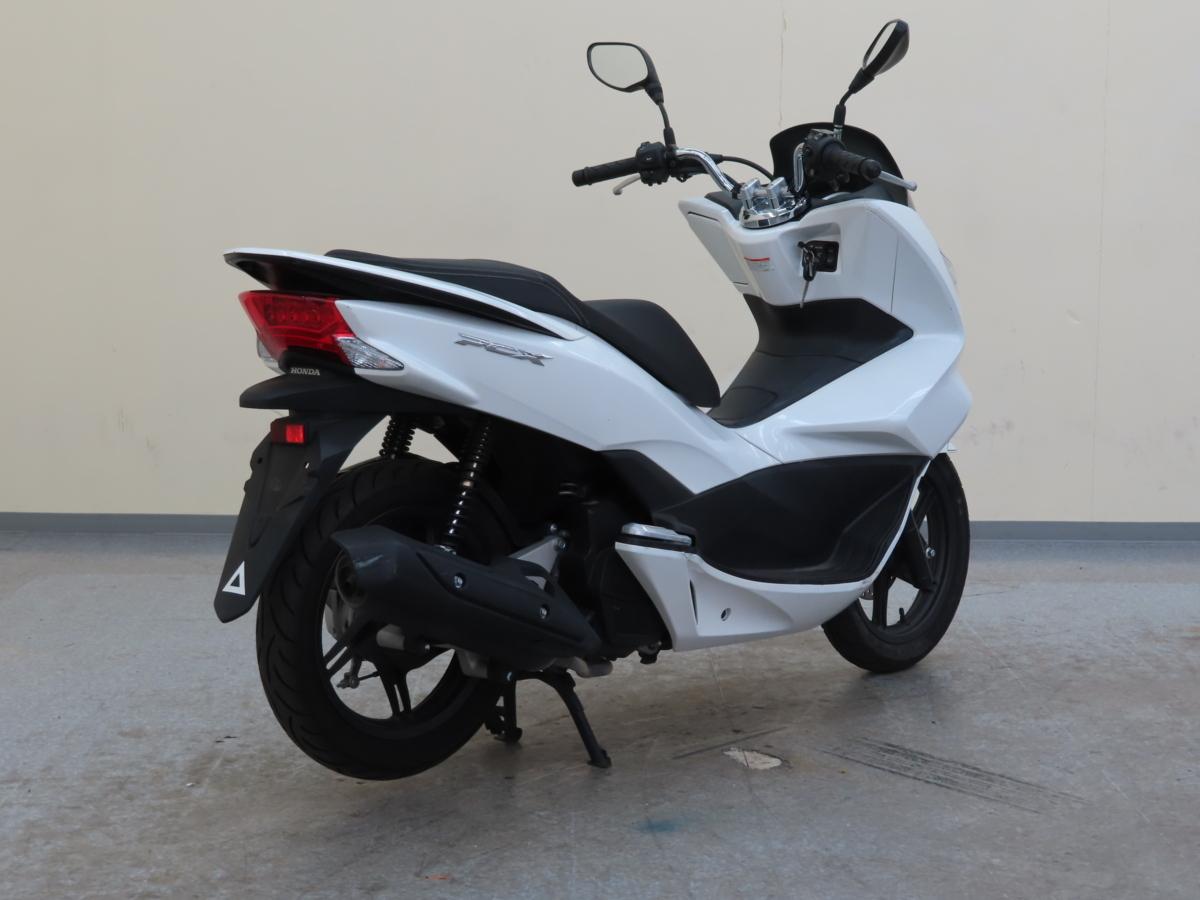 「ホンダ PCX125 JF56 【動画有】ローン可 オイル交換済 新品ヘルメット付 1オーナー 125cc 原付2種 通勤用 HONDA 売り切り」の画像3