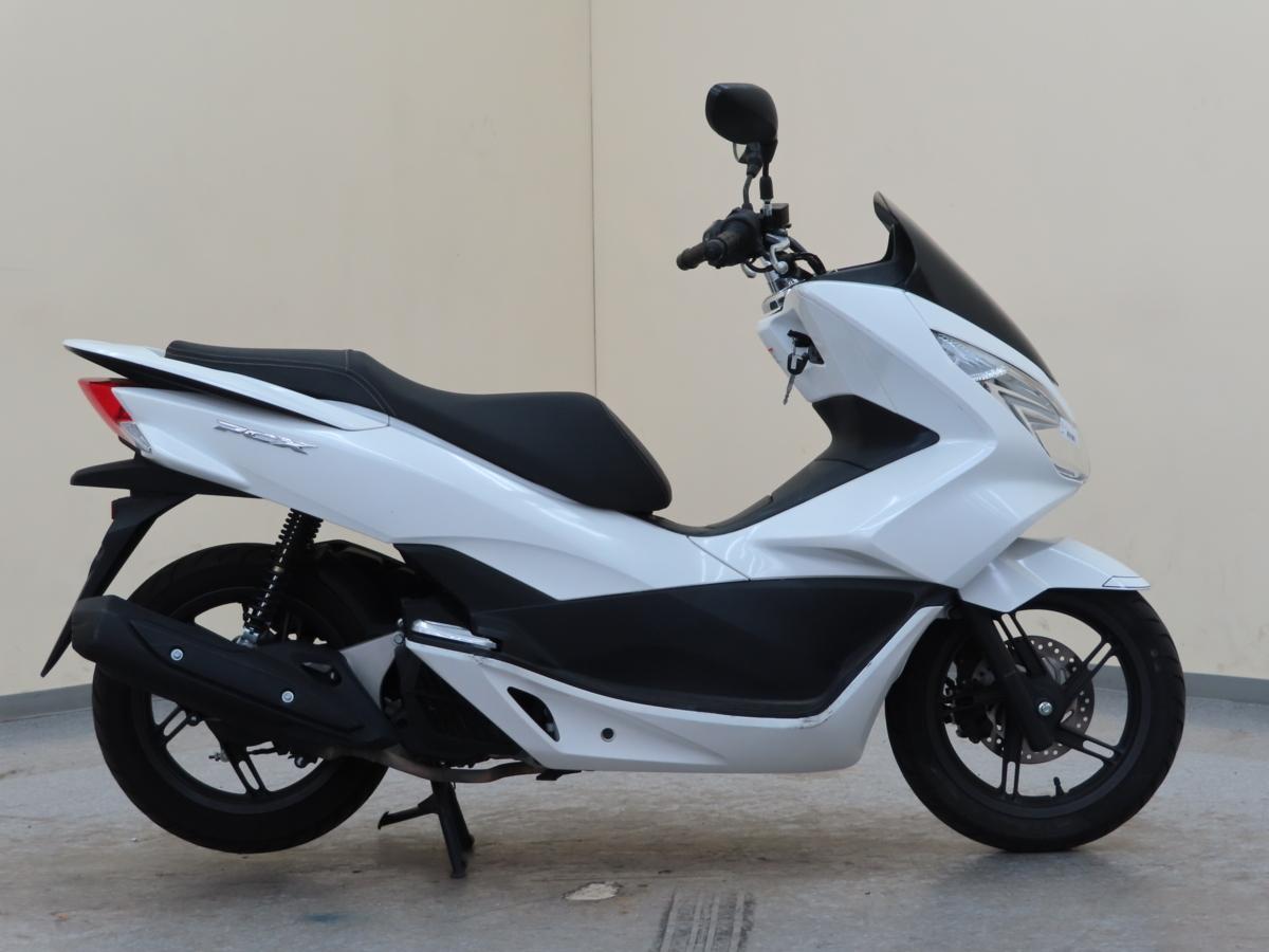 「ホンダ PCX125 JF56 【動画有】ローン可 オイル交換済 新品ヘルメット付 1オーナー 125cc 原付2種 通勤用 HONDA 売り切り」の画像2