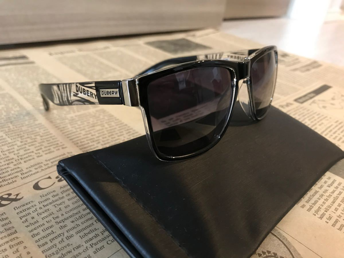 DUBERY 偏光サングラス ブラックレンズ 派手フレーム UV400