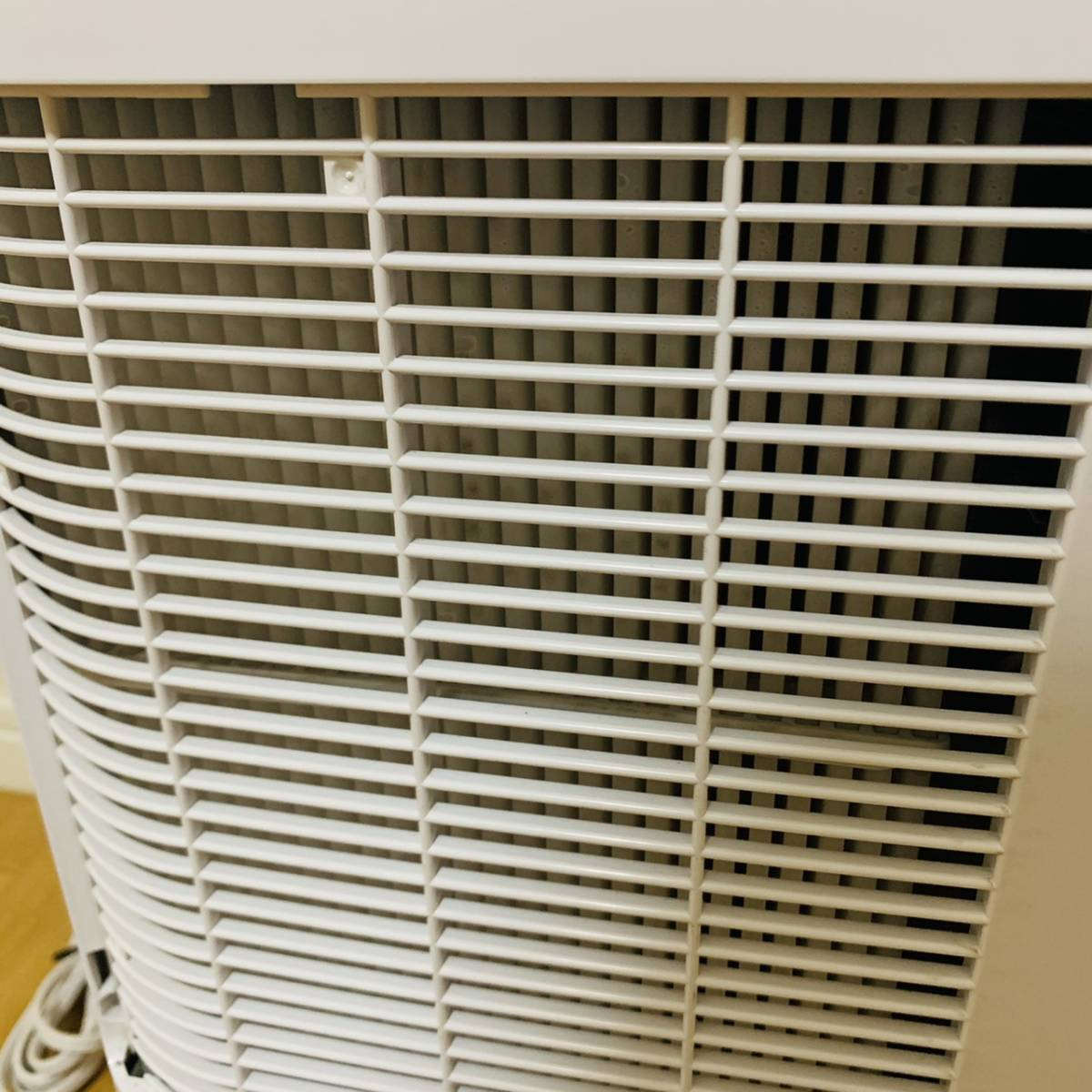 美品! アイリスオーヤマ IJD-I50 衣類乾燥除湿機 スピード乾燥 サーキュレーター機能付 デシカント式 ホワイト 扇風機 衣類乾燥機 送風_画像7