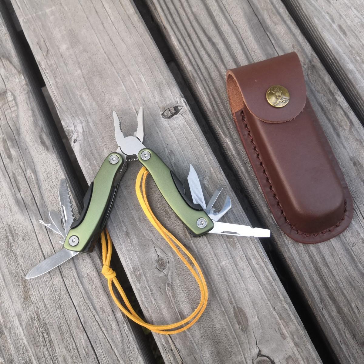 多機能ツール マルチツール多機能ナイフ 革ケース付き 11in1
