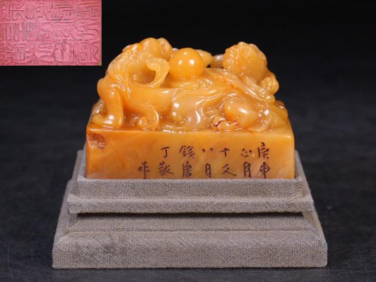 金石篆刻 清代 寿山石 田黄石彫刻 双瑞獣戯珠鈕印章 丁敬作 長さ6.4cm 幅4.55cm 高さ4.3