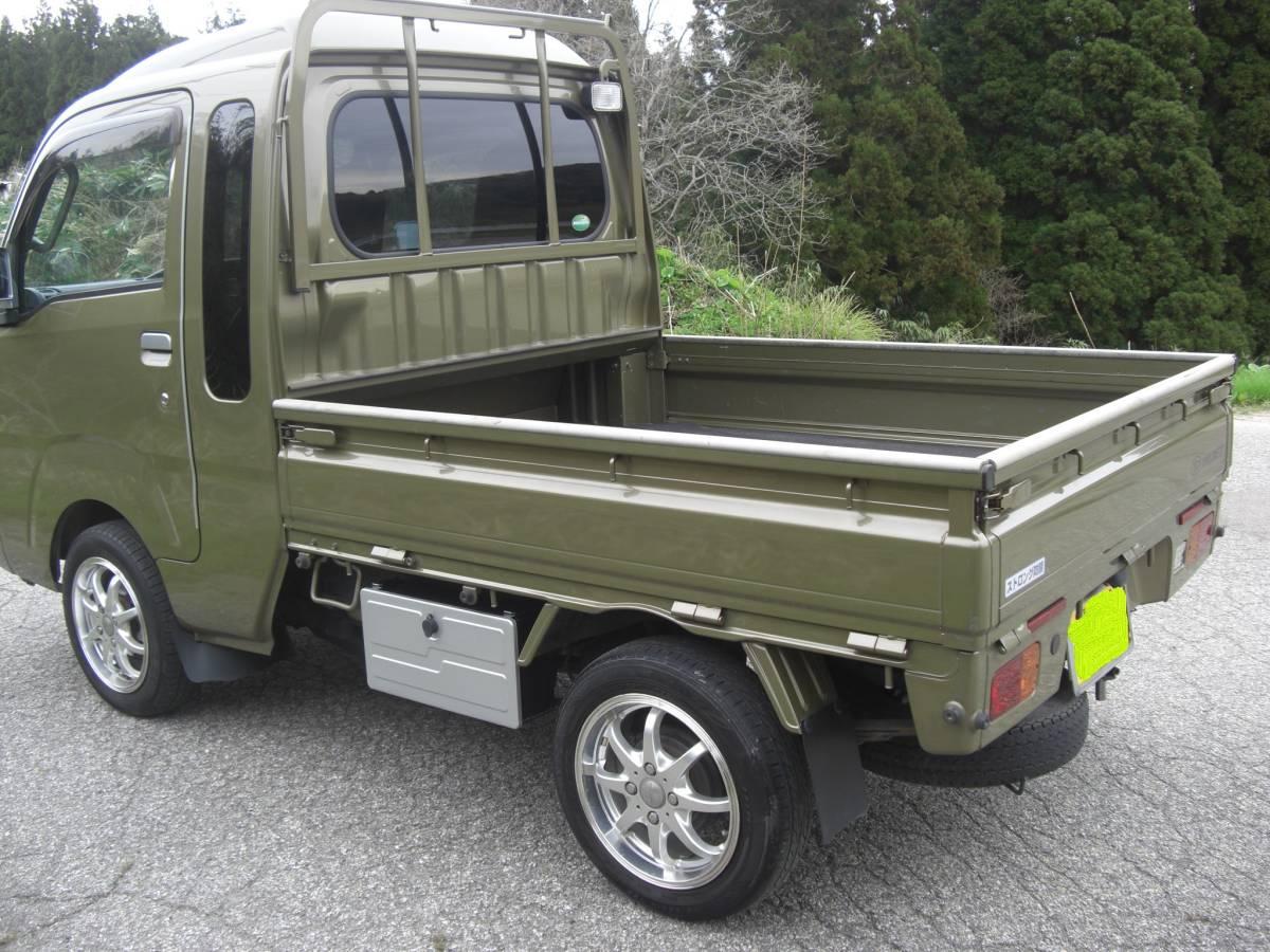 「ボディ黒白に飽きたら緑 H28ハイゼットトラック ジャンボ 3方開 4WD MT 工具箱付きホイール以外ドノーマル 車検2月まで 距離約45000K」の画像3