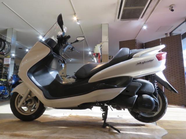 「□YAMAHA MAJESTY BA-SG03J ヤマハ マジェスティ 250cc 29748km ホワイト 実動! ビッグスクーター バイク 札幌発」の画像2