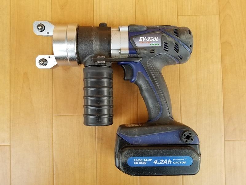 【CACTUS】EV-250L コードレス 電動油圧式 圧着工具 カクタス バッテリー2個 14.4V 充電器付き 動作確認済み 本体 コードレス_画像2