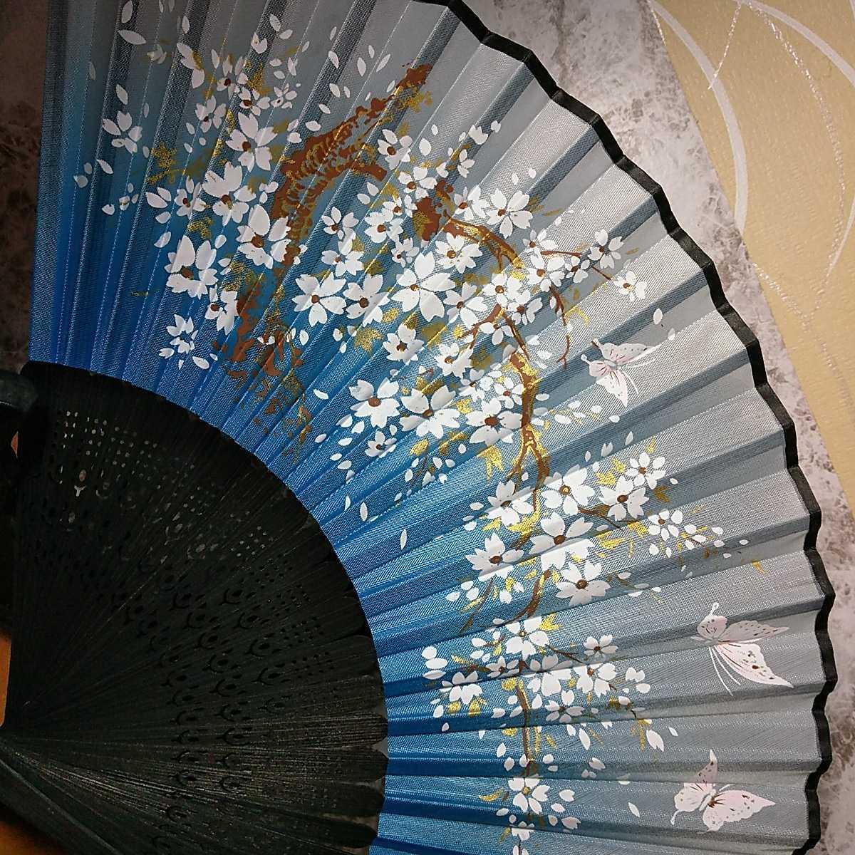 【新品】 扇子 桜 花びら グラデーション 黒 水色 白 日本舞踊 和装小物_画像2