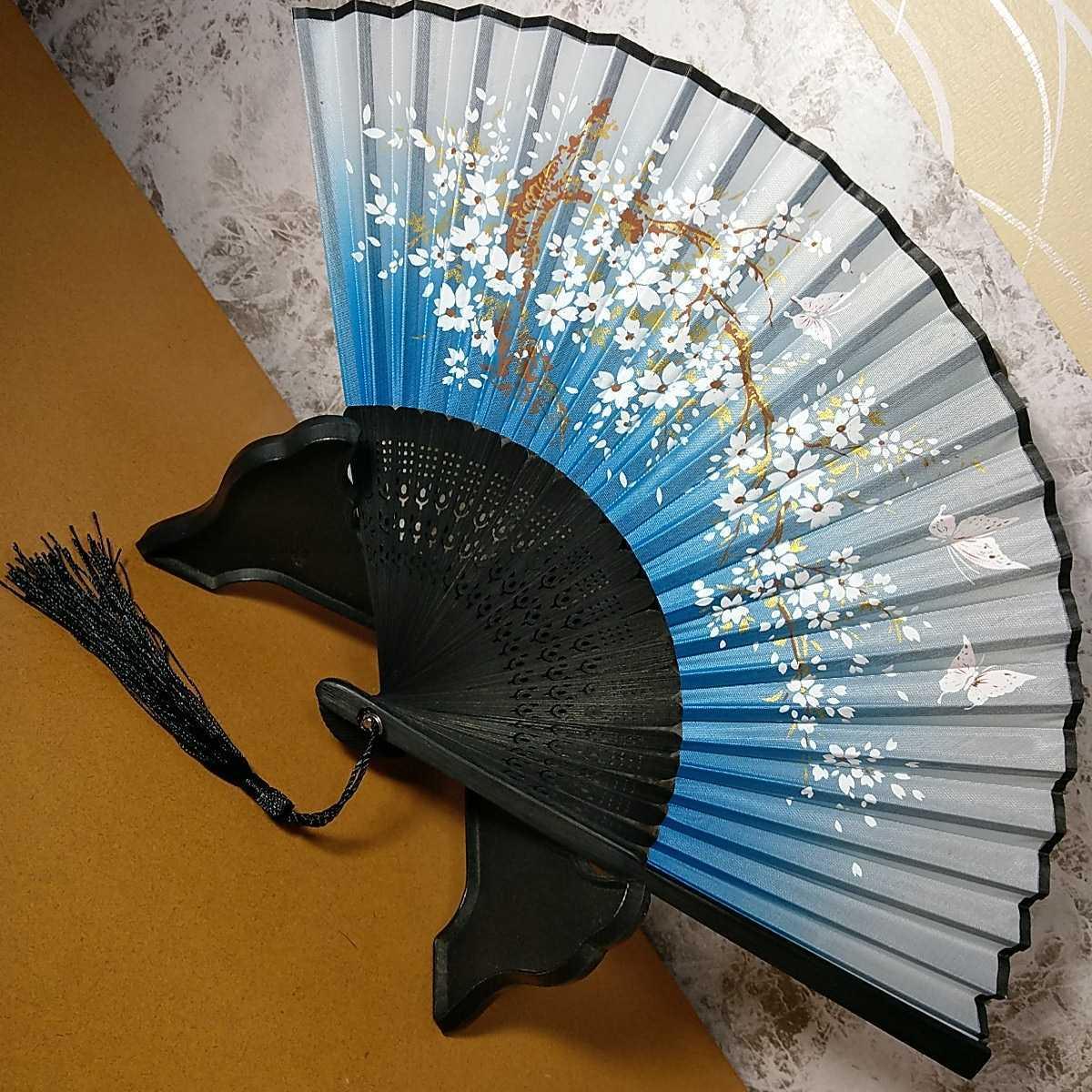 【新品】 扇子 桜 花びら グラデーション 黒 水色 白 日本舞踊 和装小物_画像1