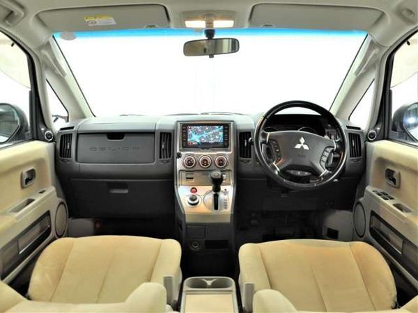 「デリカD:5 2.4 G プレミアム 4WD 両側パワスラ パワーバックドア HID」の画像2