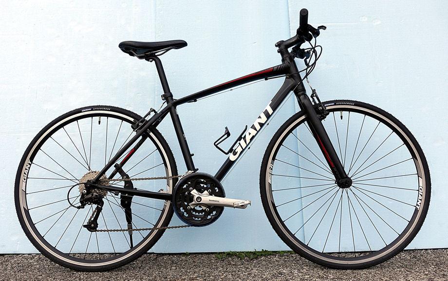 GIANT(タイヤ新品)ESCAPE RX3 700C CT47cm(Shimano ACERA 24速)ブラックカラーの街乗りクロスバイク 中古