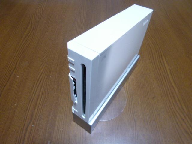 W71【送料無料】Wii 本体 台付き (レンズクリーニング・動作確認済)ホワイト 白