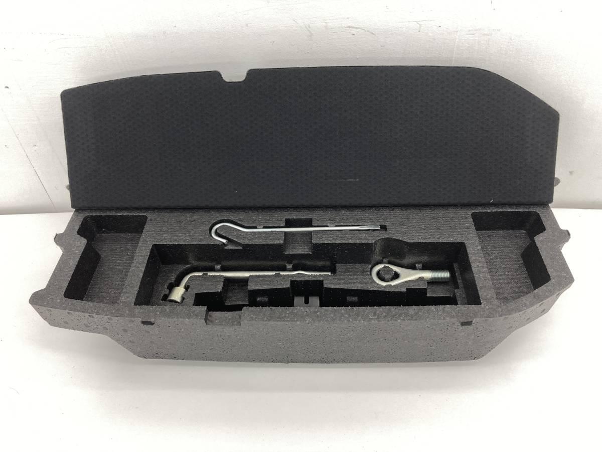 _b58101 ダイハツ ムーヴ ムーブ カスタム X DBA-L175S リア リヤ トランク ラゲッジ ボックス ケース 車載工具 FM11 58910-B2081 L185S_画像1
