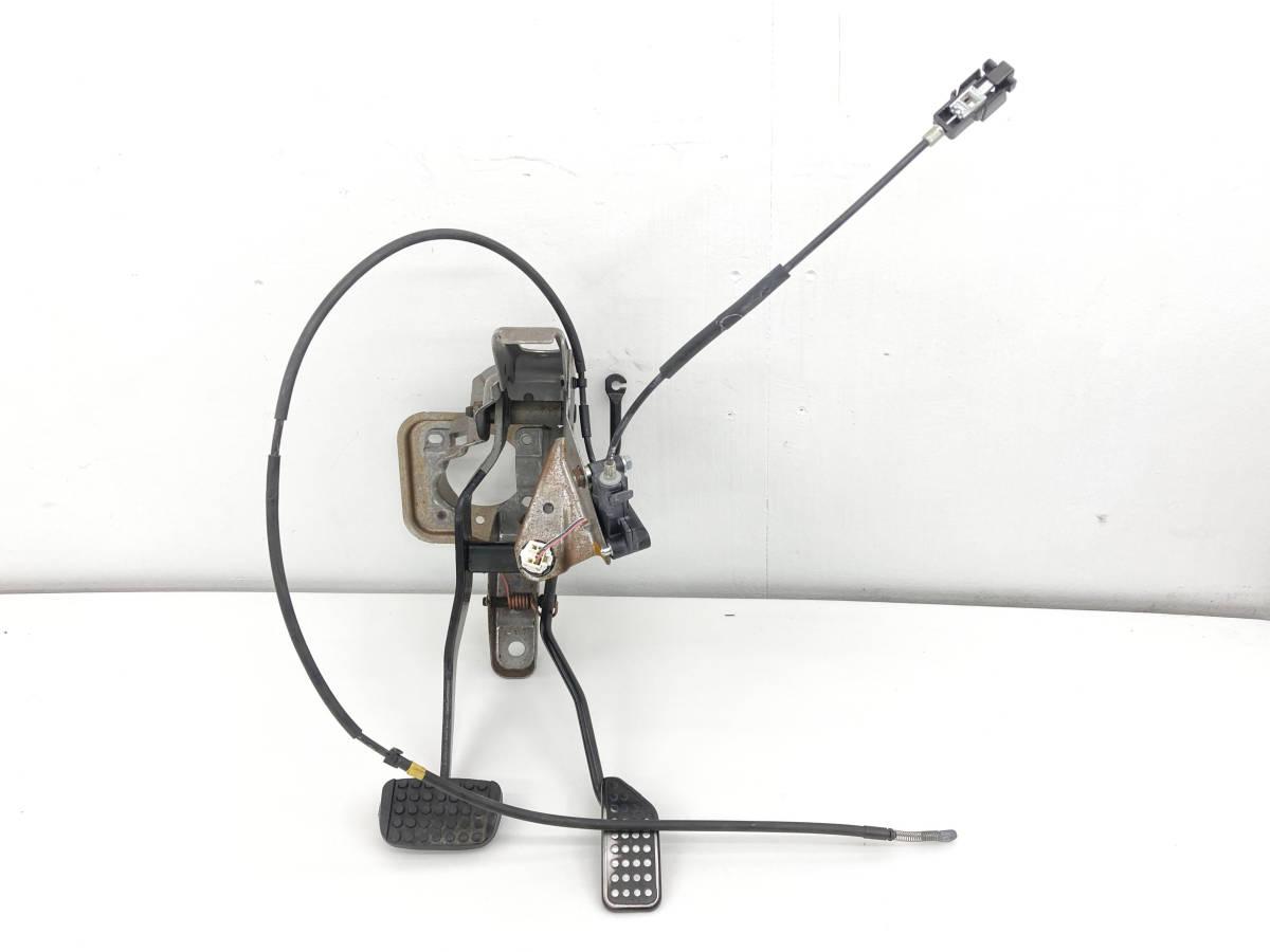 _b58101 ダイハツ ムーヴ ムーブ カスタム X DBA-L175S アクセルペダル ブレーキ L185S_画像1
